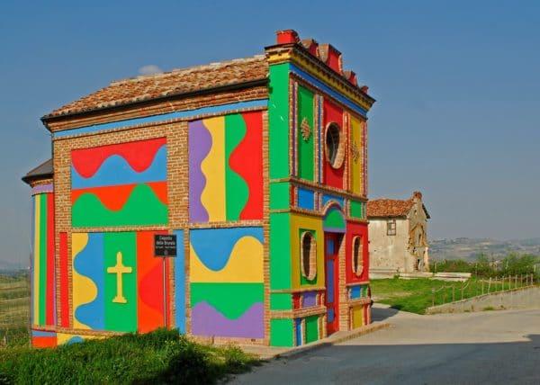 Cosa vedere a La Morra-Cappella del Barolo- Arte Contemporanea-Langhe- colori