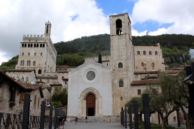 Gubbio- Chiesa di San Giovanni-Palazzo dei Consoli- Piazza Grande- Don Matteo