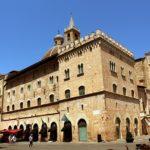 Cosa vedere a Foligno, la Rosa dell'Umbria-Foligno-Piazza della Repubblica-Duomo-San Feliciano-Palazzo delle Canoniche-