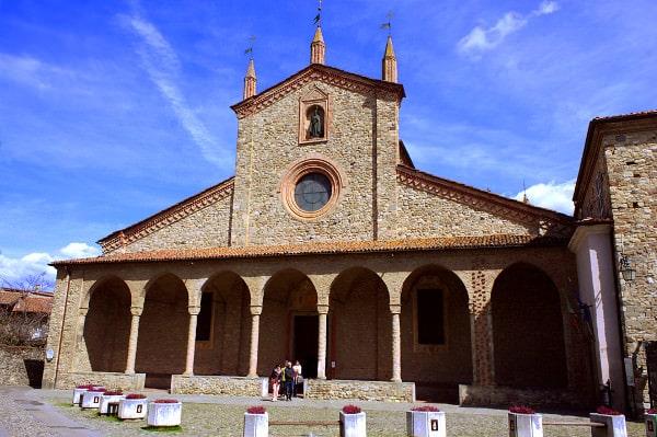 Bobbio il simbolo della Val Trebbia- Basilica di San Colombano-Abbazia di San Colombano- Monastero di San Colombano-Porticato-Colonnne