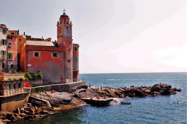 Tellaro, il Borgo amato dai poeti-Tellaro-Chiesa di San Giorgio-porticciolo-mare-scogli-bagnanti