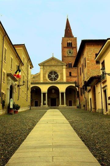 Acqui Terme, la città della Bollente-Cattedrale di Santa Maria Assunta-Duomo-Romanico-arcate-campanile