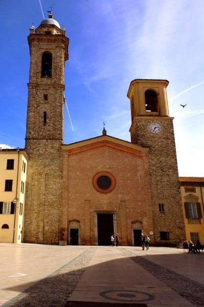 Bobbio il simbolo della Val Trebbia- Duomo di Bobbio- concattedrale di Santa Maria Assunta- piazza