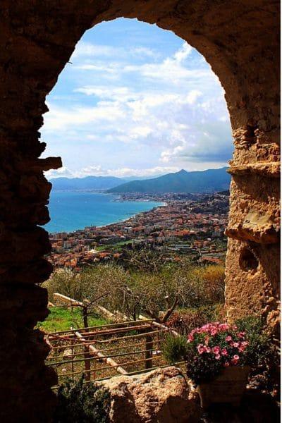 Viaggiando nel tempo per un borgo saraceno- Verezzi-borgo Piazza-Panorama-Riviera delle Palme-arco