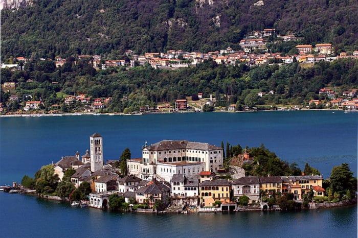 Il romantico Borgo Ventoso-Isola di San Giulio-Panorama-Sacro Mote di Orta-Lago-Belvedere-La Corrispondenza