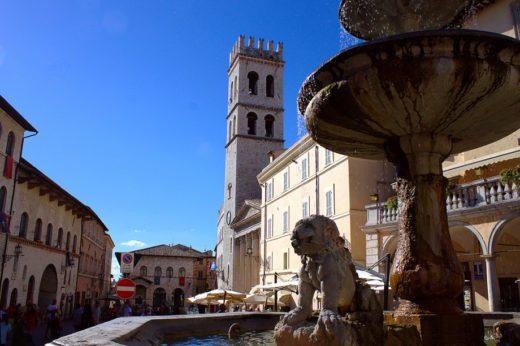 Piazza del Comune-Assisi-Tempiodi Minerva-Palazzo dei Priori-Palazzo del Capitano del Popolo-Torre del Popolo-Fonte di Piazza-Leoni-Santa Maria sopra Minerva