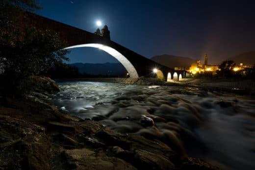 la leggenda del ponte del diavolo di Bobbio- Ponte Gobbo-Ponte del Diavolo- Notte- Fiume Trebbia-long exposure- San Colombano-Luna