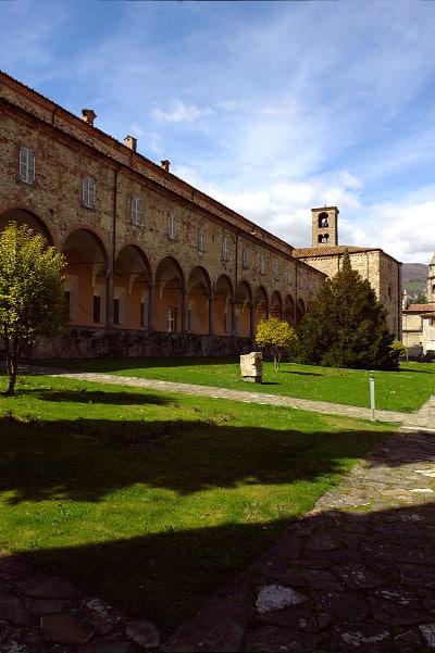 Bobbio il simbolo della Val Trebbia- Scriptorium dell'Abbazia di San Colombano- Museo dell'abbazia-Museo della Città- Museo collezione Mazzolini- Portici- Giardino