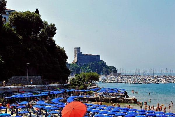 Perché soggiornare a Lerici?-Venere Azzurra-Spiaggia-Ombrelloni-Castello di Lerici-Mare-Barche