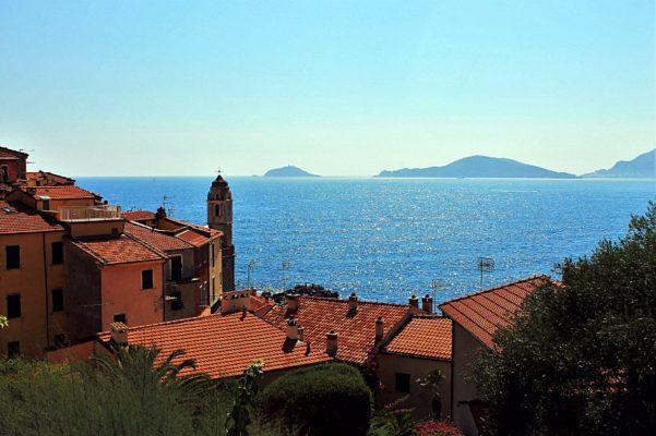 Tellaro, il Borgo amato dai poeti-Belvedere-Tellaro-tetti-Isola Palmaria-Mare-