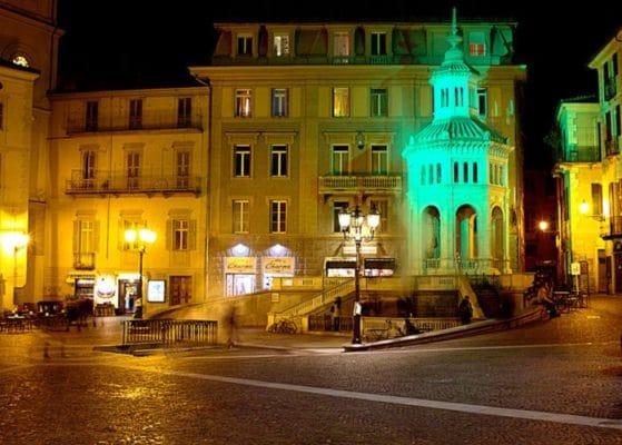 Acqui Terme, La città della Bollente-Piazza della Bollente-la Bollente-Acqui terme-Torre civica-vapore-luci colorate