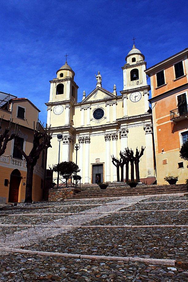 Borgio il primo passo nella Riviera delle Palme- Chiesa di San Pietro- Centro Storico-Borgio-Liguria