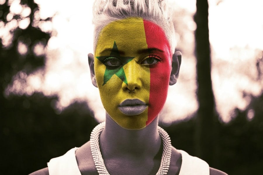 donna-tifosa-bandiera-senegal-jpg
