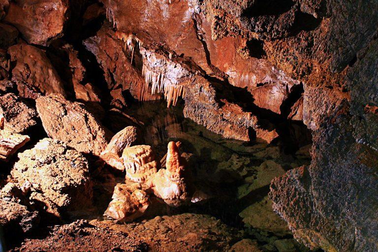 Borgio il primo passo nella Riviera di Levante- Grotte di Borgio-Stalattiti-Cannule-drappi-colonne-Le più colorate d'italia