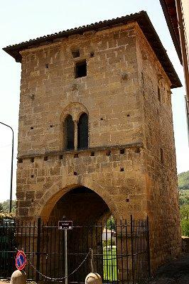 Un Buon Calice di Gavi-Portino-Porta di accesso-Gavi-Fortificazioni-arenaria-arco-bifora