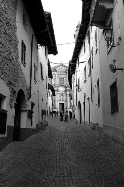 Perchè andare a La Morra?-La Morra-Chiesa-Parrocchiale-San Martino-vicolo