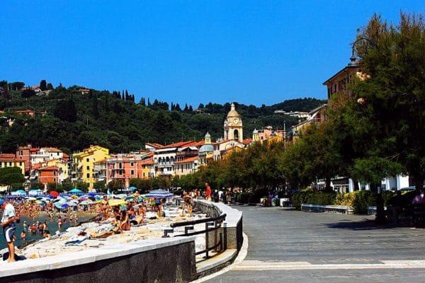 Il borgo dei poeti romantici inglesi-San Terenzo-Lungomare- Spiaggia-Case colorate-passegiata-alberi-Lerici-Golfo dei poeti-