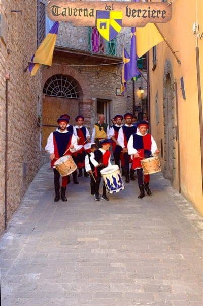 Montone: L'Umbria medioevale- Corteo- Rievocazione- Donazione della Santa Spina- Folklore-Montone- Maschere