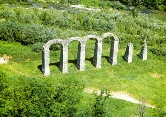 Acqui Terme, la città della Bollente- Acquedotto Romano- resti-Museo Archeologico di Acqui Terme- prato-alberi-fiume
