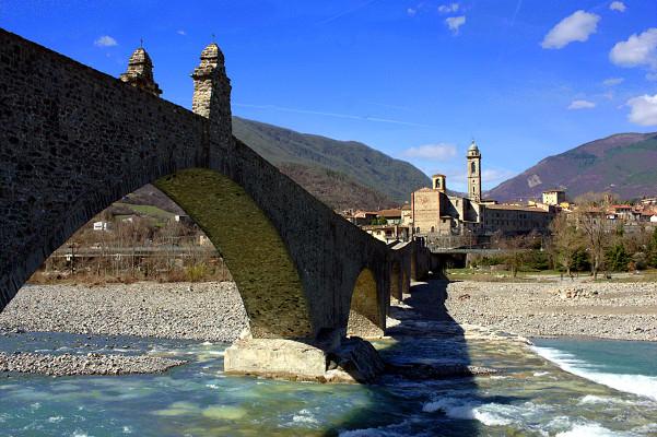 Bobbio il simbolo della Val Trebbia- Panorama-Ponte Gobbo- Ponte del Diavolo- Fiume Trebbia- Appennino-