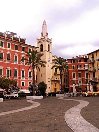 Perché soggiornare a Lerici?- Chiesa di San Rocco-oratorio-Lerici-Piazza-Palme-Golfo dei Poeti-Case colorate
