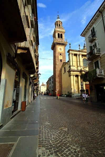 Casale la capitale del Monferrato- Via Saffi- Torre Civica- Chiesa di Santo stefano- Casale Monferrato- Prospettiva