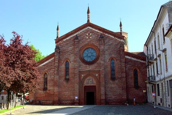 Una piacevole gita nella Vigevano ducale- Chiesa di San Pietro Martire- Mattoni a vista- rosone- gotico lombardo-campanile ottagonale