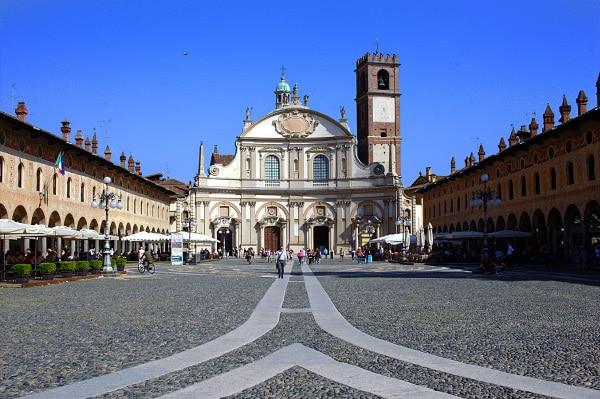 Una piacevole gita nella Vigevano ducale- Piazza Ducale- Duomo di Vigevano- Duomo di Sant'Ambrogio- facciata barocca
