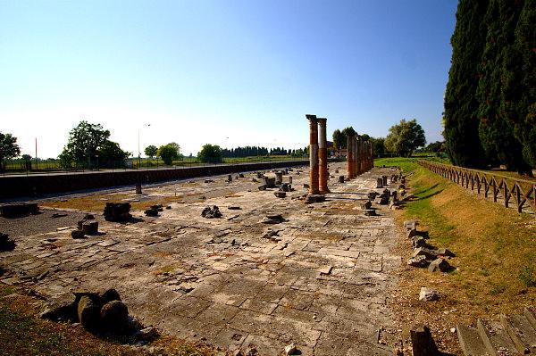 Visita alla scoperta della antica Aquileia- Area arceologica- Foro Romano- Colonne