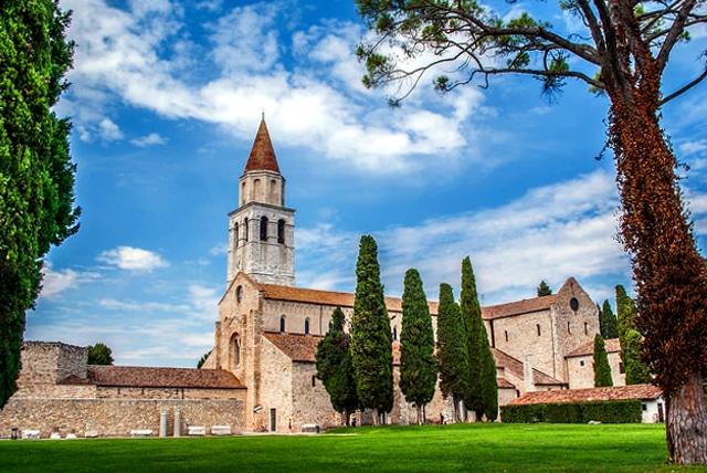 Visita alla scoperta della antica Aquileia- Basilica Patriarcale di Aquileia- Basilica Patriarcale di Santa Maria Assunta- Campanile- Sito Unesco-Battistero-Aula Cromaziana