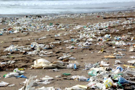 isola di plastica-oceano-plastica-rifiuti-jpg