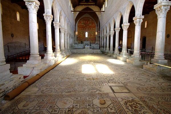 Navata Centrale- Basilica patriarcale di Aquileia- BAsilica Patriarcale di Santa Maria Assunta- Pavimento con Mosaico- Mosaici Policromi