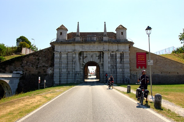 Visita alla città fortezza di Palmanova- Porta Udine- Acquedotto Veneziano- Mura- Bastioni- ciclisti-
