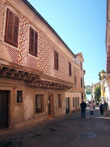 Cosa vedere a Capodistria in un giorno- Kidriceva Ulica- Case Medievali-decorazioni