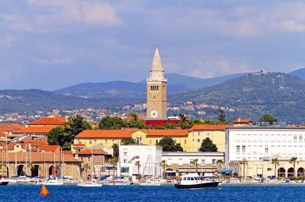 Cosa vedere a Capodistria in un giorno- Porticciolo- Torre Civica- Barche- Taverna-Koper