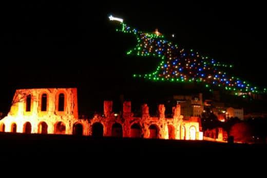 6 borghi italiani da vedere a Natale- Gubbio- Albero di natale più grande al Mondo-Guinness dei Primati- Monte Ingino- Teatro Romano- Luci di Natale- Albero di Natale