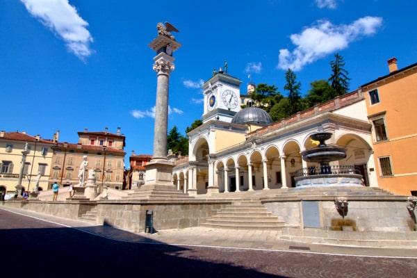 Udine in un giorno? si può!- Piazza dell libertà- Udine- Loggia di San Giovanni- Torre dell'Orologio- Fontana del Carrara- Statua Ercole- Statua Caco