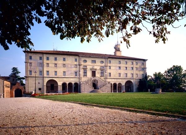 Castello- Piazzale- Musei Civici-