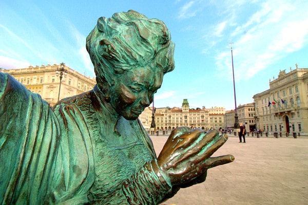 Cosa Vedere a Trieste in un weekend- Piazza Unità d'Italia- Le ragazze di Trieste- Palazzo del Municipio