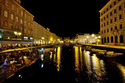 Le Interessanti leggende di Trieste- Canal Grande- Borgo Teresiano- Chiesa di Sant'Antonio Nuovo- Barche- Luci