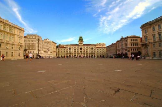 Cosa vedere a Trieste in un weekend-Piazza Unità d'Italia- Palazzo del Municipio- Palazzo della Luogotenenza Austriaca- Palazzo del Lloyd Triestino-