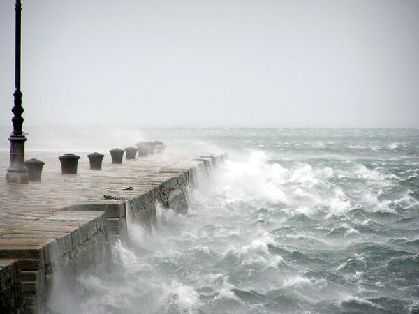 Le interessanti leggende di Trieste- Bora - Bora scura- Molo- Mare- tempesta- vento