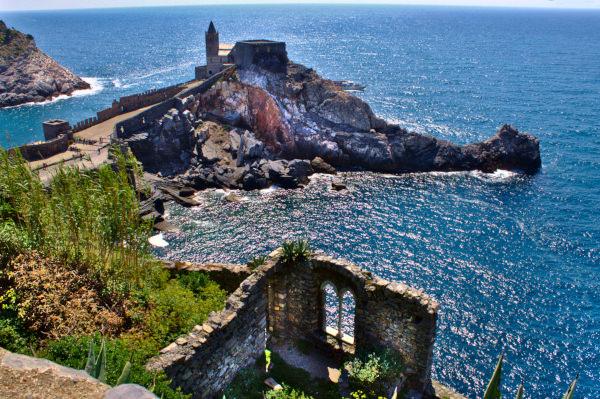 Chiesa di san pietro- Portovenere- riflessi- mare-Mulini di Portovenere