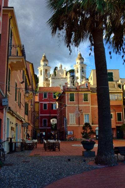Cosa vedere a Laigueglia- Chiesa di San Matteo- Palazzi- Campanili- piazzetta-