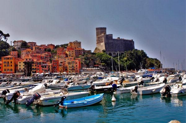 Golfo dei Poeti-Lerici- Porticciolo-Castello-barche-case colorate
