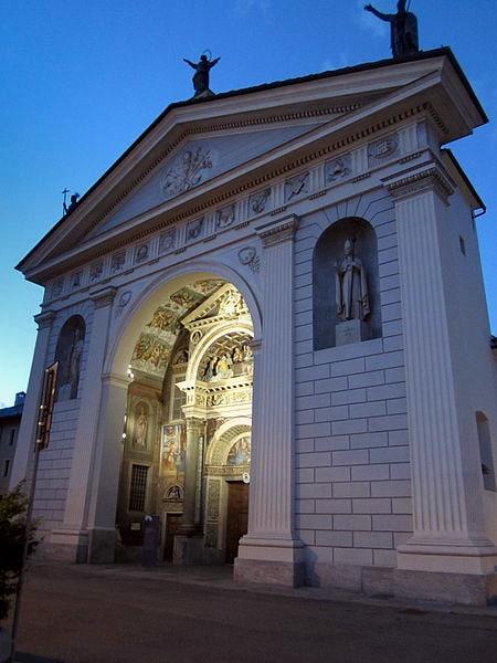 Cattedrale di Santa Maria Assunta- Duomo di Aosta- sera- luci- Facciata