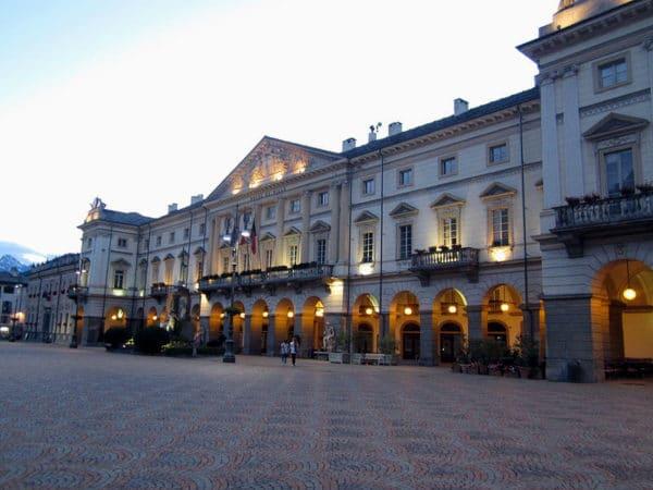 Piazza Chanoux-Municipio di Aosta- Caffè Nazionale-sera