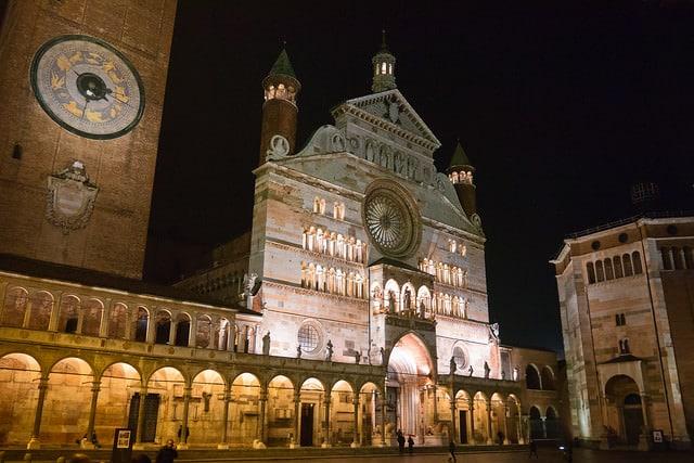 le più belle leggende di Cremona- Piazza del Comune- notte- duomo- torrazzo- battistero