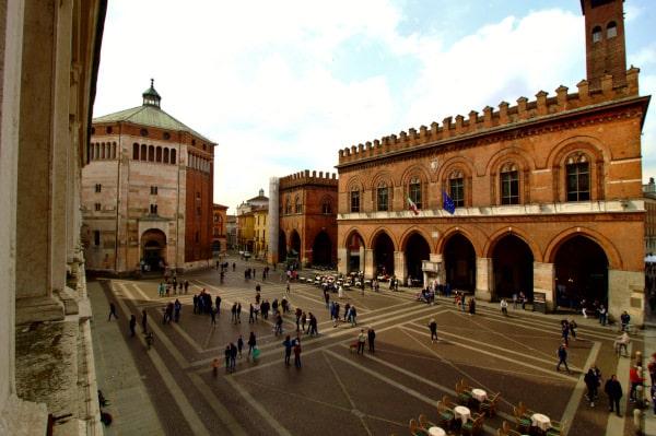 Piazza del Comune di Cremona- Palazzo del Comune- Loggia dei militi-Battistero