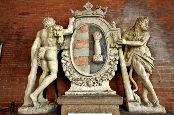 Stemma del comune di Cremona- Statue di Ercole- Loggia dei Militi-